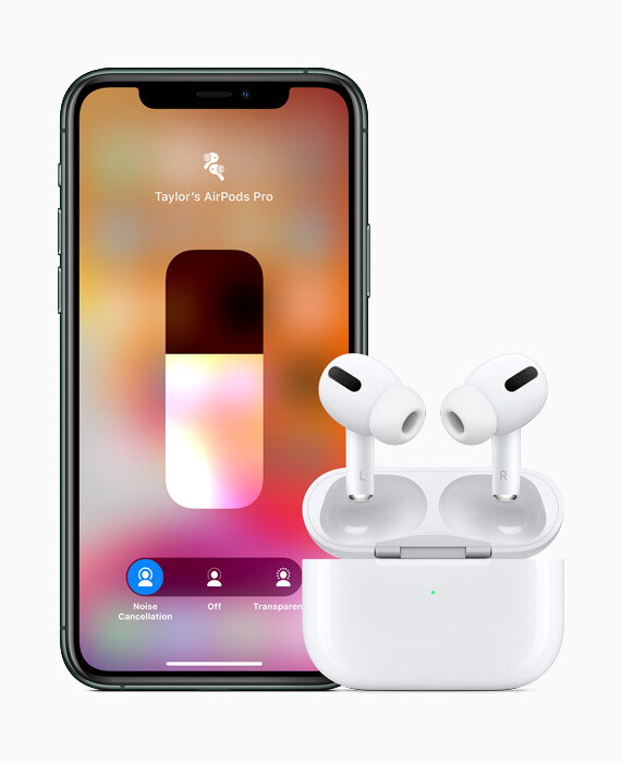 AirPods Pro 與 iPhone 11 Pro。